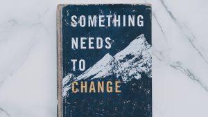 Buchcover: Something needs to change